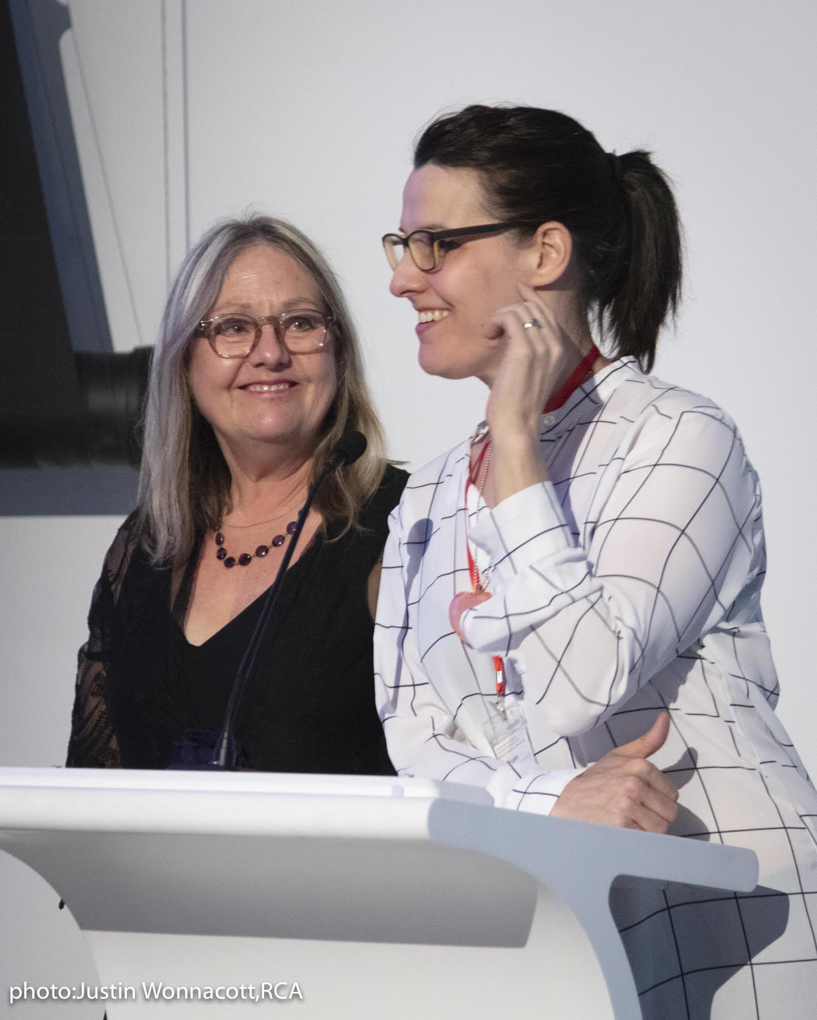 Landon Mackenzie, Coordonnatrice du Prix (gauche) et Jennifer Lefort, membre du jury 2018 (droite)