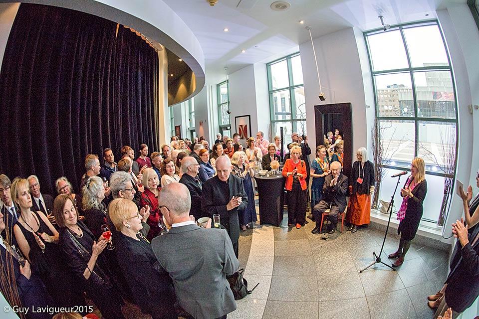 Landon Mackenzie et les invités au gala de remise des prix Plaskett et Petry. Toutes les photos : Guy Lavigueur.