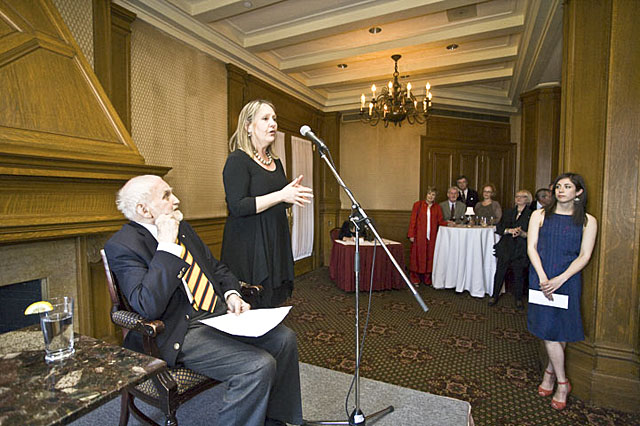 Landon Mackenzie clôt la réception de remise du prix Plaskett au Château Frontenac.