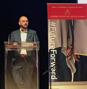 Jason Stovall reçoit le prix durant un événement de l'ARC en 2017 au Musée Aga Khan à Toronto, le 6 mai 2017