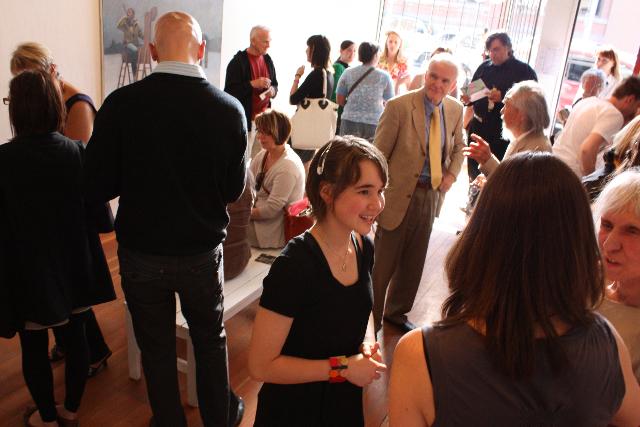 Les académiciens et la communauté artistique de Calgary à la réception de remise du prix, à la galerie Stride, en juin.