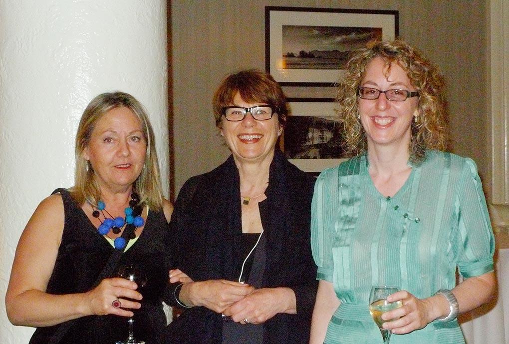 Landon Mackenzie, Renée Van Halm et Julie Trudel à la réception du prix Plaskett, avant le gala de l'Académie.