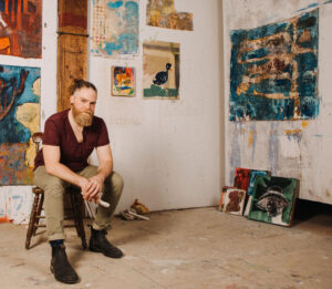 Le peintre James Gardner dans son atelier. Crédit photo : Daniel Esteban.